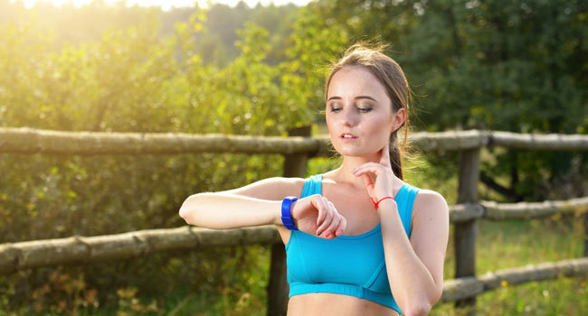 Les fitness trackers sont-ils fiables, efficaces et sécuritaires? [Fitbit, Garmin et les autres…]