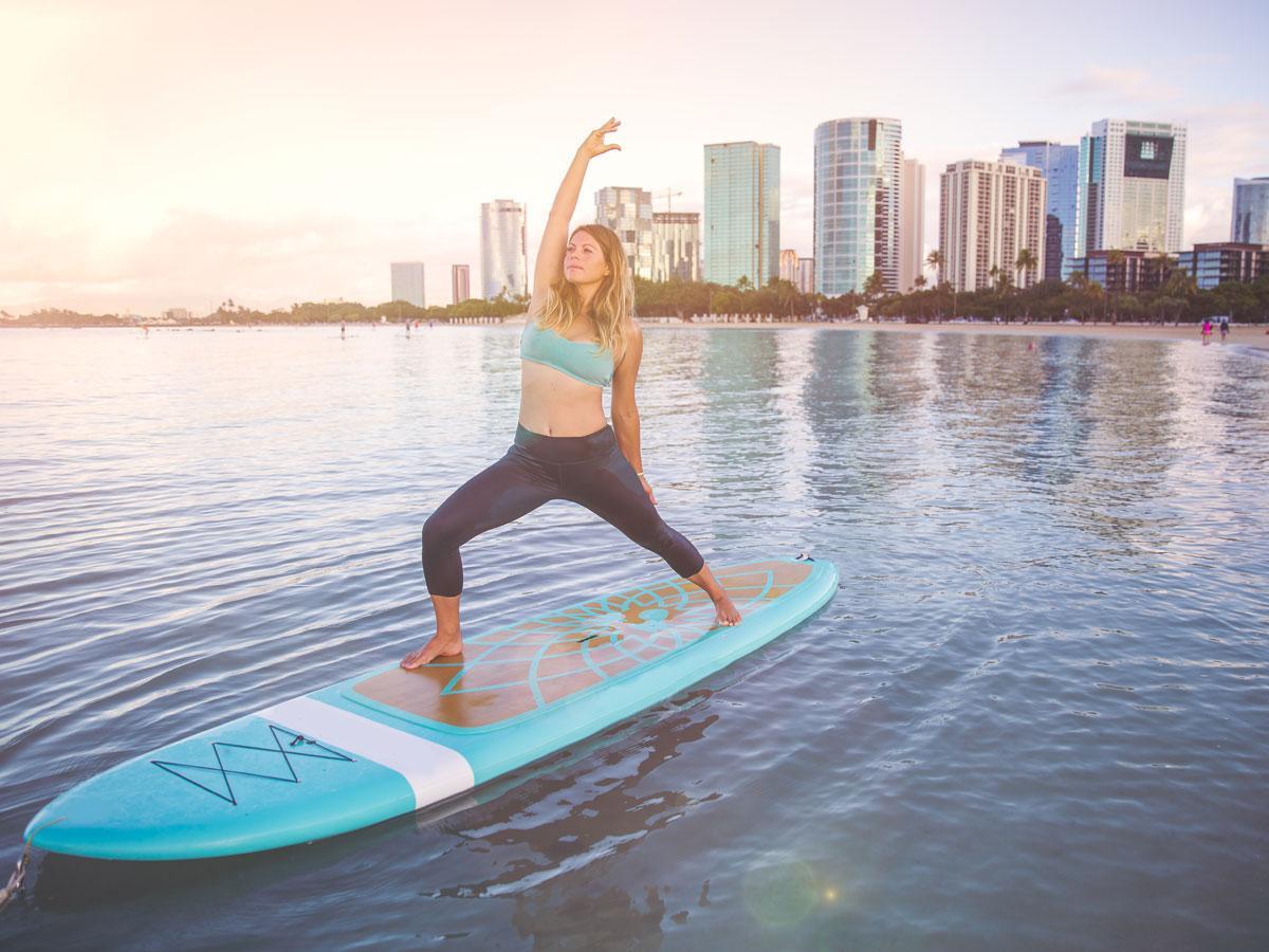 Transformez Une Planche à Pagaie En Un Puissant Outil D'entraînement Grâce Au SUP Fitness Et Au SUP Yoga