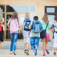 Voici comment choisir un sac d'école qui ne blessera pas votre enfant
